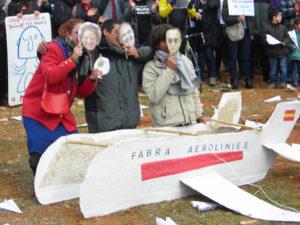 Protesta de moviments socials a l'aeroport de Castelló contra les retallades / CASAL POPULAR