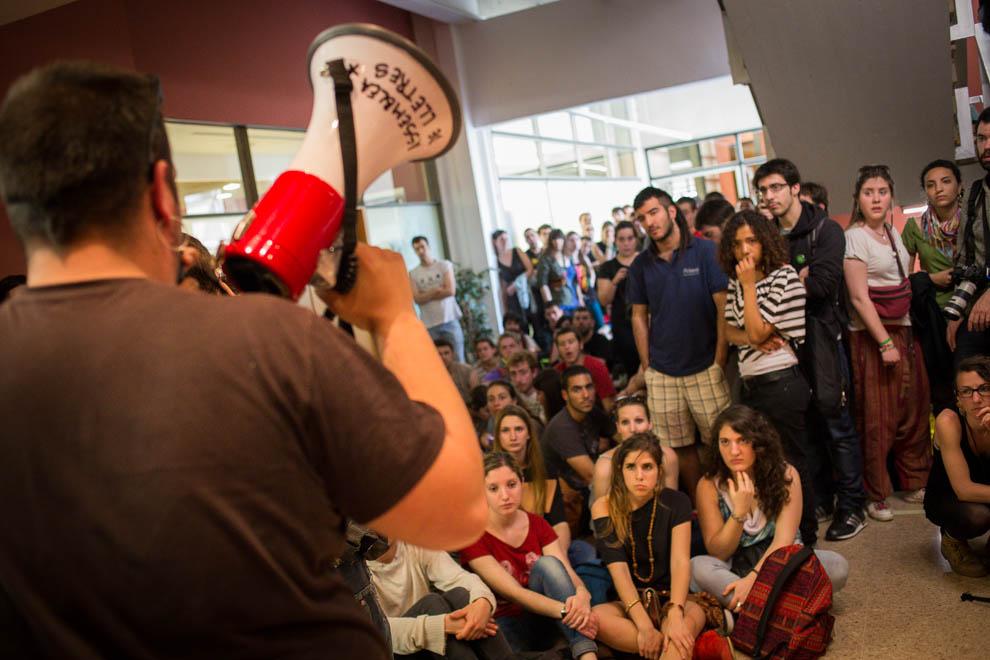 Assemblea d'un grup d'estudiants universitaris / JORDI BORRÀS