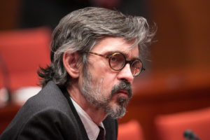 Cristóbal Martell, a la compareixença del seu client, Jordi Pujol, a la comissió contra el frau fiscal al Parlament / CARLOS MORENO