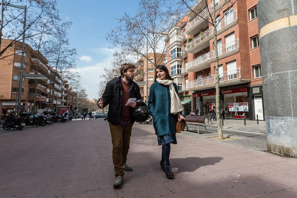 Odei Etxearte i Sergi Picazo, passejant per la rambla Sant Sebastià de Santa Coloma de Gramenet / JORDI BORRÀS