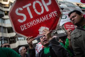 Manifestació de la PAH a Barcelona contra els desnonaments / JORDI BORRÀS