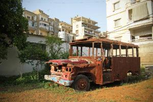 Autobús calcinat per un atemptat contra els palestins que dona inici a la guerra civil del Líban / CARLES CASTRO