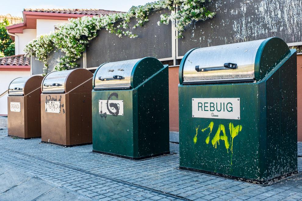 Contenidors de rebuig i d'orgànica / JORDI BORRÀS