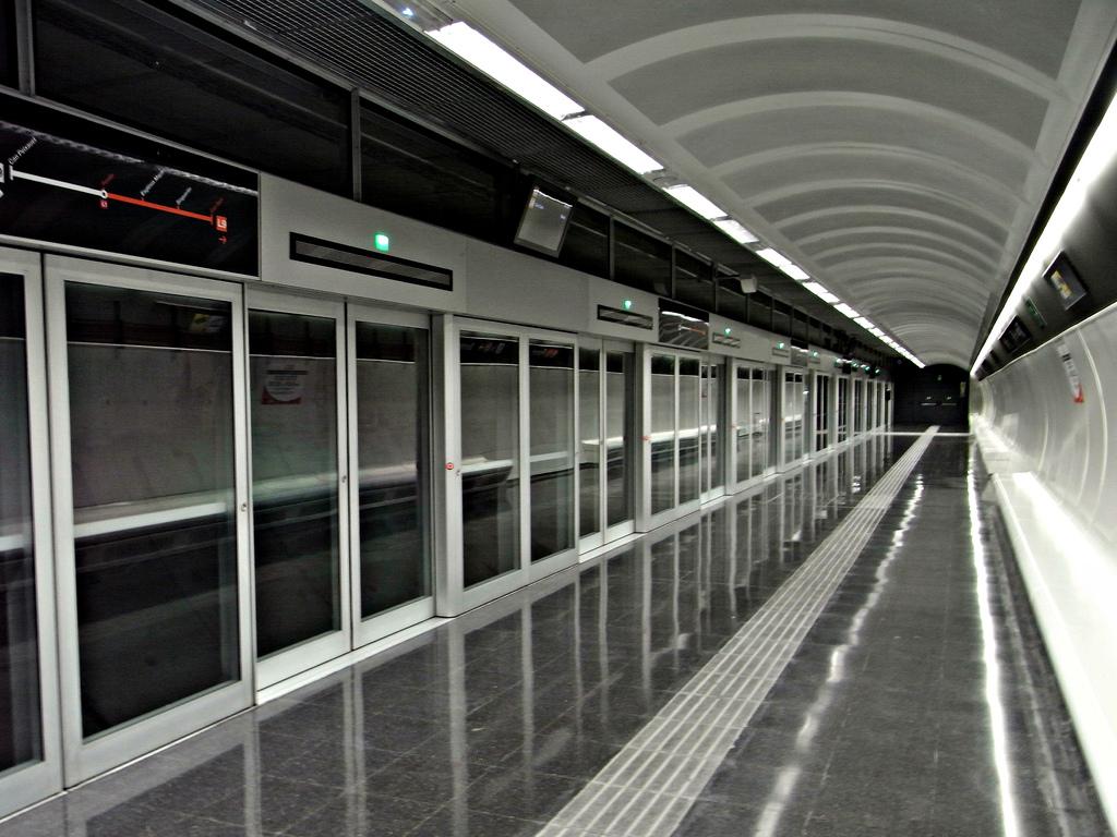 Estació de metro ja en funcionament de la línia 9 / JAUME MENESES