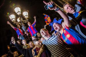 Aficionats del Barça durant una celebració / JORDI BORRÀS