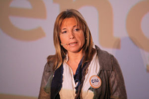 Joana Ortega era la responsable consellera de Governació i responsable de l'àrea d'Afers Religiosos en formalitzar el contracte.