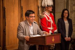 El primer tinent alcalde de Barcelona, Gerardo Pissarello, a l'Ajuntament / JORDI BORRÀS