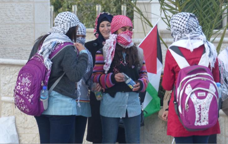 Nenes palestines amb la cara tapada en una protesta / S. VILÀ