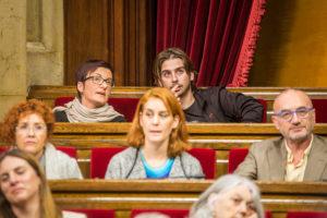 Jessica Albiach, al centre de la imatge. A la dreta hi té Hortènsia Grau. / Foto: JORDI BORRÀS