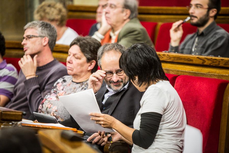 Sergi Saladié, al costat de Gabriela Serra. En primer terme, Baños i Anna Gabriel / Foto: JORDI BORRÀS