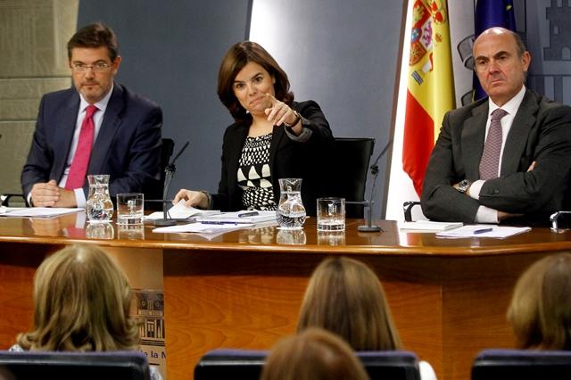 Roda de premsa després del consell de ministres amb Sáenz de Santamaría, Montoro i Catalá / POOL MONCLOA / D. CRESPO