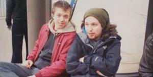 Fotografia antiga d'Errejón i Iglesias apareguda al programa de Tele5 'Viajando con Chester' / TELE5