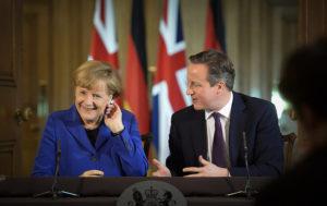 El primer ministre britànic David Cameron fa riure la cancellera alemanya Angela Merkel en una visita a Londres / GOVERN REGNE UNIT