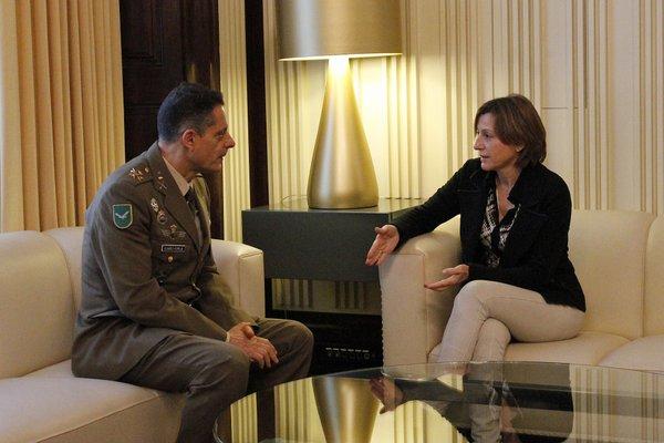 La presidenta del Parlament, Carme Forcadell, s'ha reunit aquesta setmana amb l'inspector general de l'exèrcit, Ricardo Álvarez-Espejo