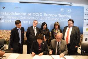 Xavier Trias, durant la firma d'un acord a Xina / AJUNTAMENT DE BARCELONA