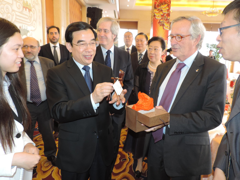 Xavier Trias amb l'alcalde de Pequín, Wang Anshum. Foto: Ajuntament de Barcelona