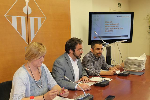 Els regidors Marisol Martínez i Gabriel Fernández i l'alcalde, Juli Fernàndez / AJUNTAMENT DE SABADELL