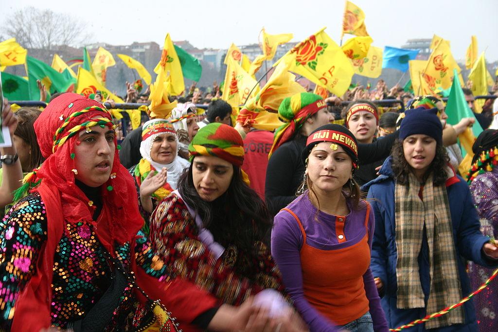 Dones celebrant el Newroz, l'any nou kurd, a Istambul el 2006 / BERTIL VIDET