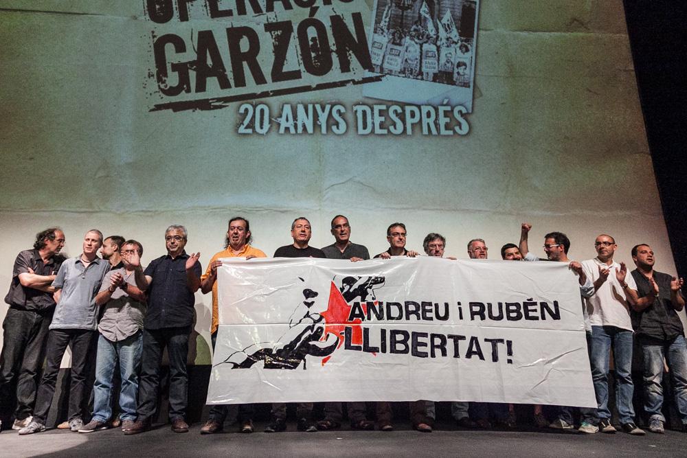 Represaliats de l'Operació Garzón en la presentació del documental sobre aquest fet / JORDI BORRÀS