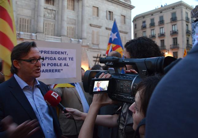 Vila d'Abadal, quan era president de l'Associació de Municipis per la Independència, en una manifestació a la Plaça Sant Jaume de Barcelona / JUDESBA
