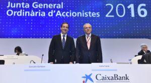 La darrera junta d'accionistes de Caixabank, amb Gonzalo Gortázar i Isidre Fainé / CAIXABANK