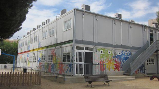 Barracons verticals en una escola de Pineda