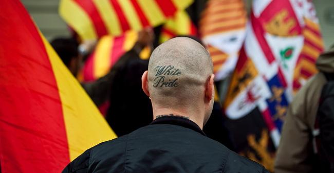"Neonazi amb un tatuatge al cap on posa 'White Pride"", orgull blanc / JORDI BORRÀS"
