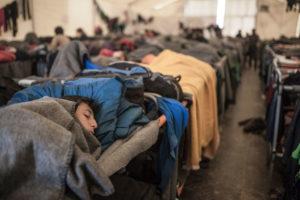 Refugiats descansant als campaments d'Idomeni (Grècia) / RAÜL CLEMENTE
