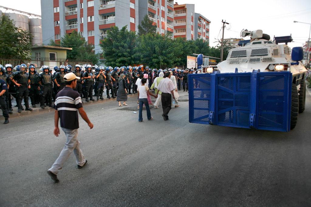 Policía truca en una ciutat del Kurdistan / ORIOL CLAVERA