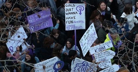 Tres vies per lluitar contra la violència masclista a Barcelona
