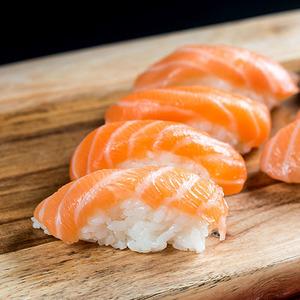 Salmon Sushi 4pcs