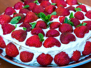 Strawberry Cake 1pc