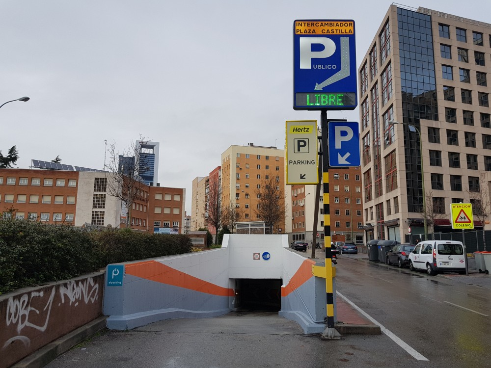 Park in Parking Intercambiador Plaza de Castilla-Madrid