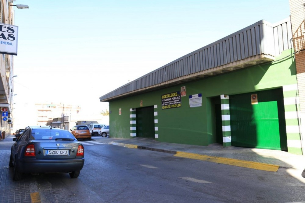 Park in Parking Hortalegre Manises-Valencia