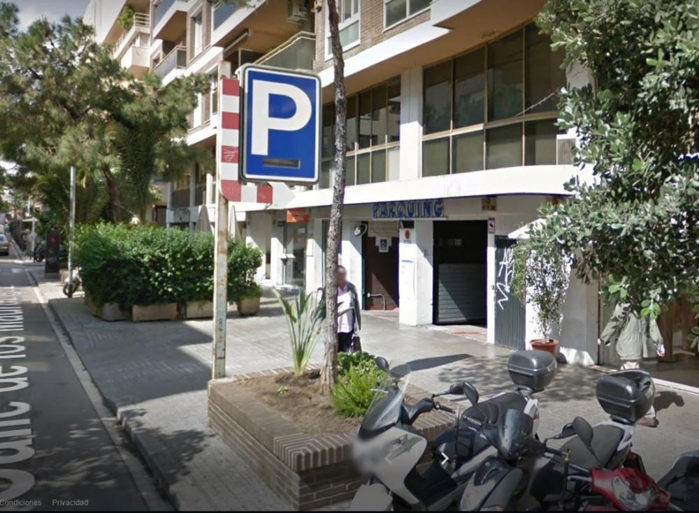 Park in Parking Madrazo CB-Barcelona