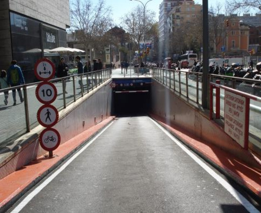 Aparcar en C.Cial L'Illa, (Avenida Diagonal, 545)-Barcelona