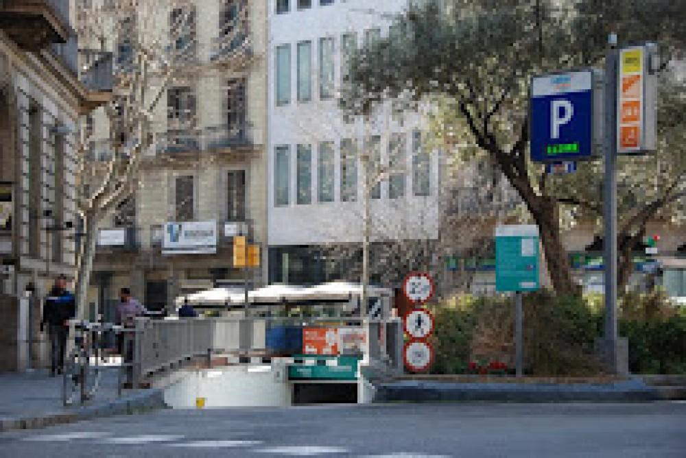 Calle Diputació, s/n (Llúria-Pau Claris)