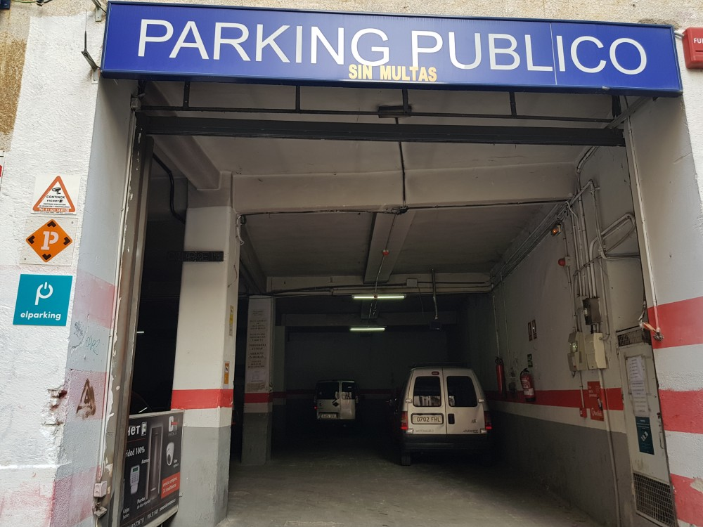 Parking Primavera,13 Furgonetas