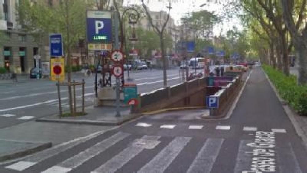 Park in Gràcia II - Paseo de Gràcia (Gran Via - Aragó)-Barcelona