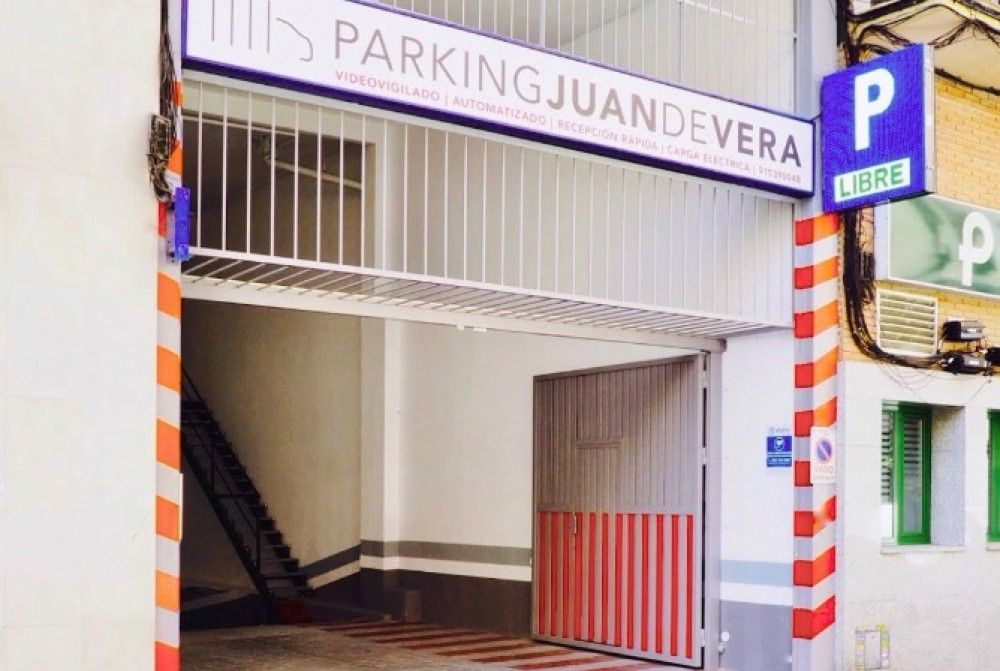 Park in Parking Juan de Vera-Madrid