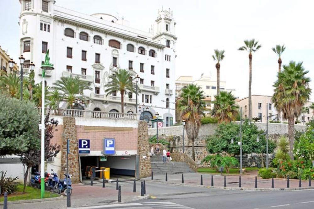 Aparca a IC La Marina-Ceuta