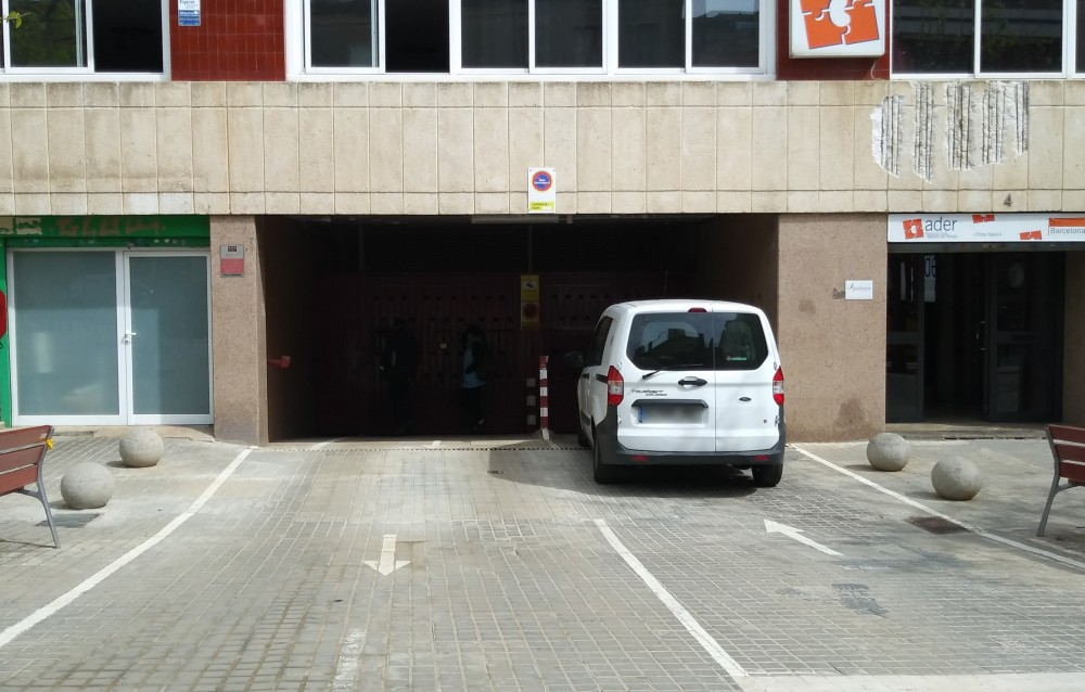 Aparca a ElParking -  Carrer Pintor Tapiro, 2-8-Barcelona