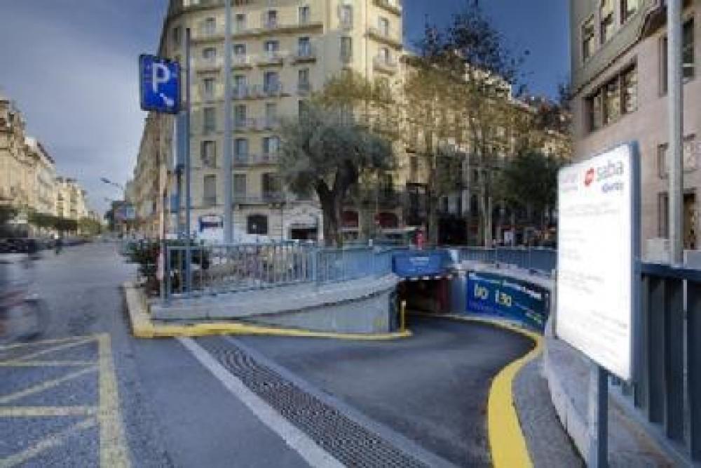Park in Plaza Urquinaona-Barcelona