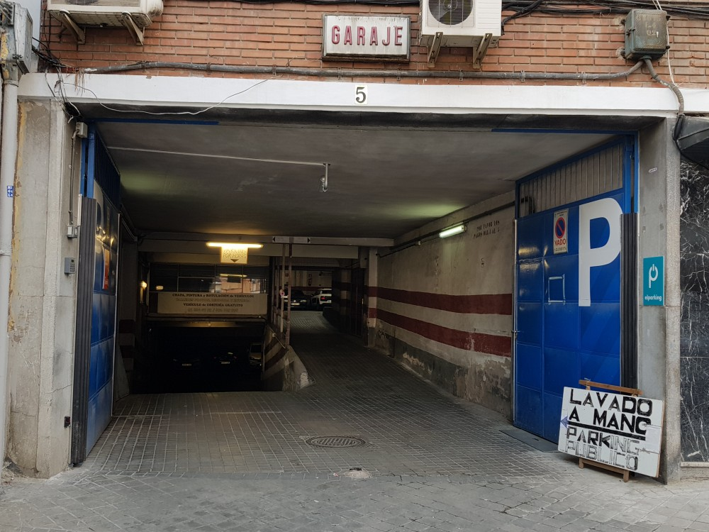 Parking Gómez Ulla-Madrid(e)n aparkatu