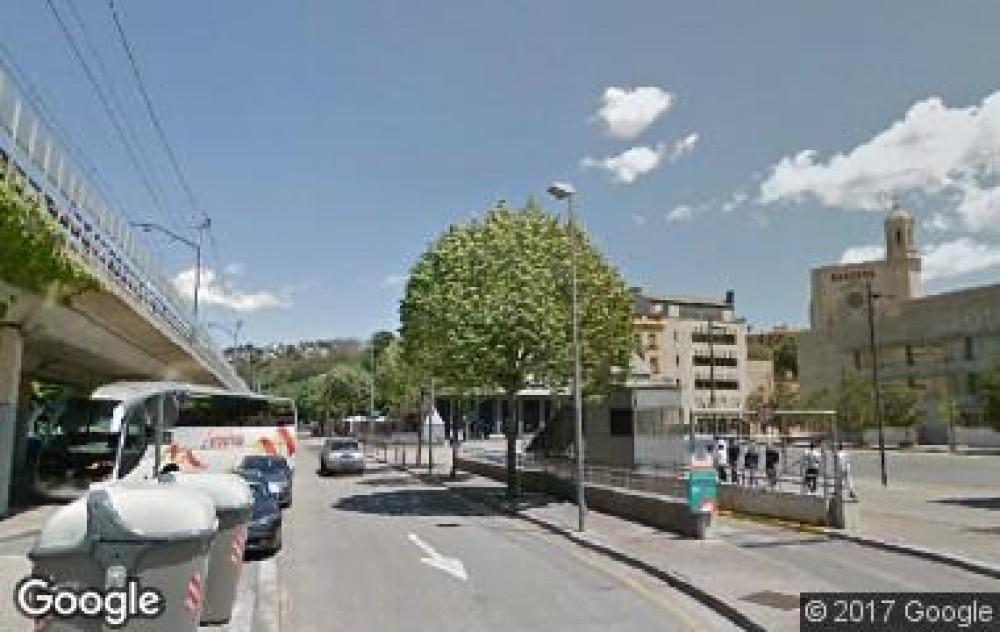 Park in Calle Berenguer i Carnicer (Jutjats)-Girona