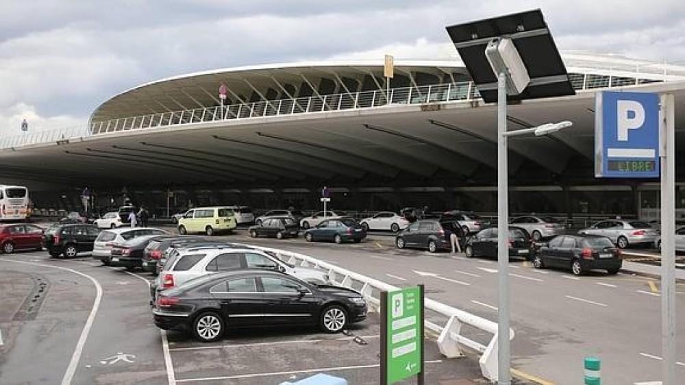 Aeropuerto de Bilbao-Vizcaya(e)n aparkatu