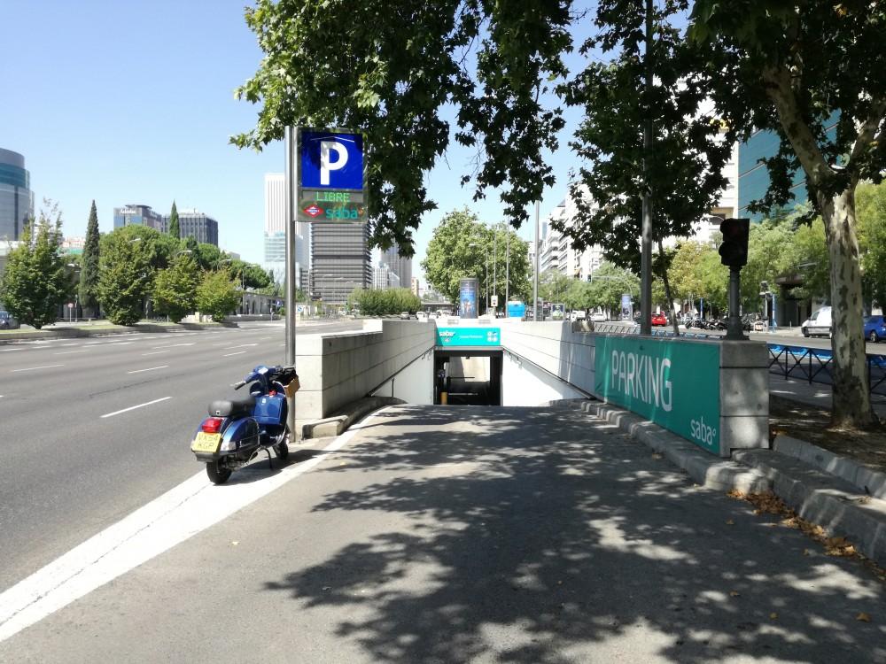 Renfe Nuevos Ministerios Metro Madrid.Pso de la Castellana 77 esq.Raimundo Fdz Villaverde-Madrid(e)n aparkatu