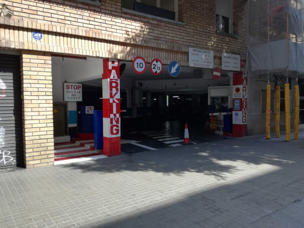 Aparca a Parking Urgel-Barcelona