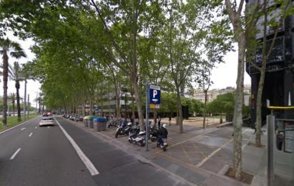 Park in Aenida. Diagonal, 611 - 615 - Pedralbes Centre (Joan Güell)-Barcelona