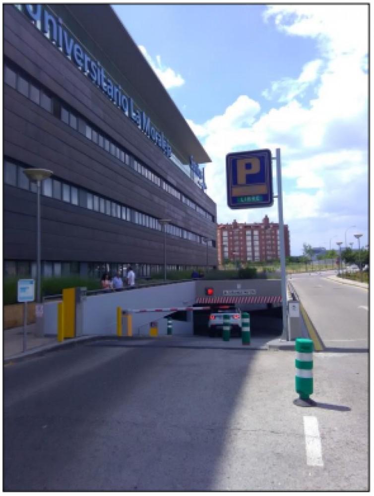 Park in Hospital Sanitas la Moraleja-Madrid